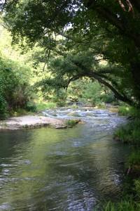 Entrecasteaux la rivière coule